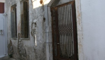 FOΤH554 - old house in need of renovation in Fourni