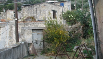 PTH0780- 190 m2 traditional old house in Prina