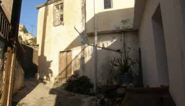 ANTH6458 – Old property of 150m2 in Choumeriako.