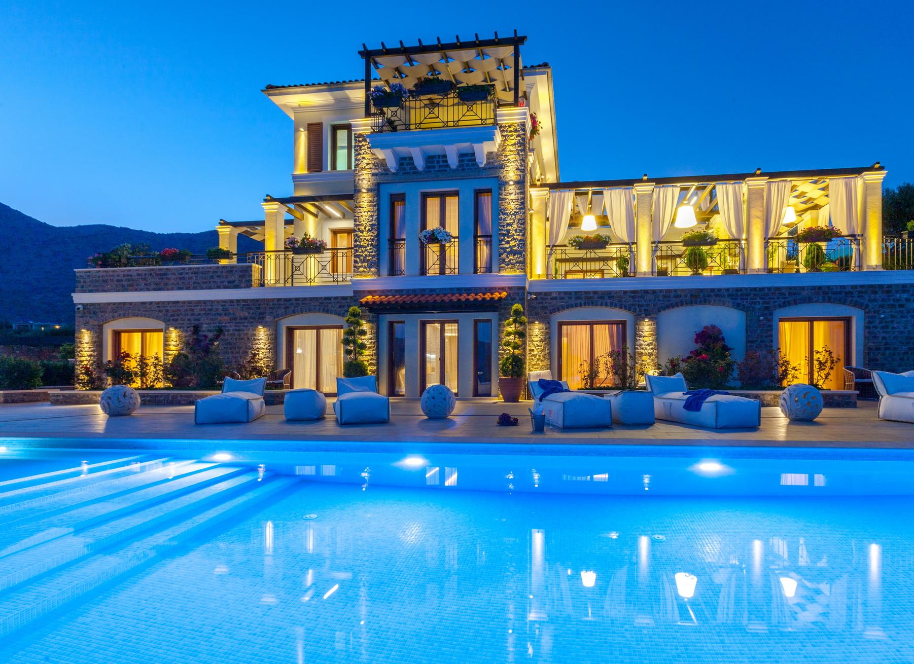 HELENA01LV    Magnificent villa