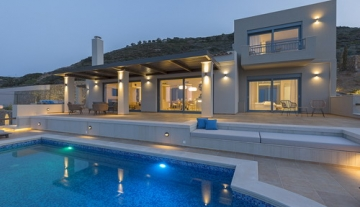 MOCLV2055 -stunning 550m² villa on a plot of 2780m² with a tennis court